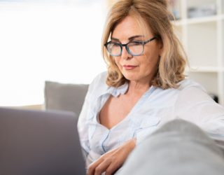 Do you find it hard to meet mature women online? You're probably looking the wrong way!